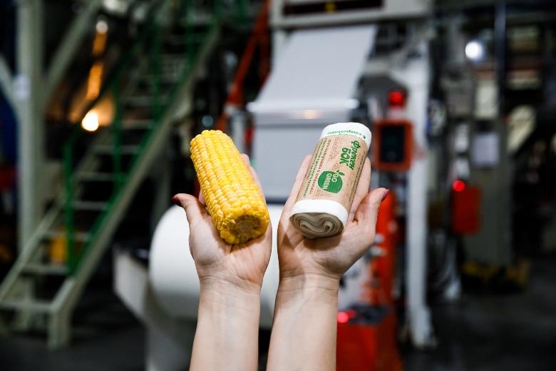 """""""Біосфера"""" презентувала повністю біорозкладні пакети для сміття Go Green - Biosphere"""
