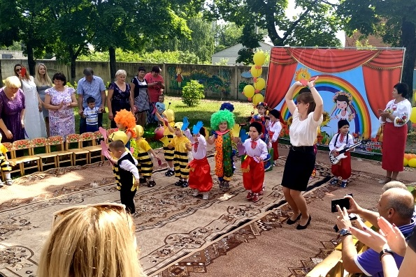 """Волонтери """"Біосфери"""" відвідали Будинок дитини до Дня захисту дітей - Biosphere"""