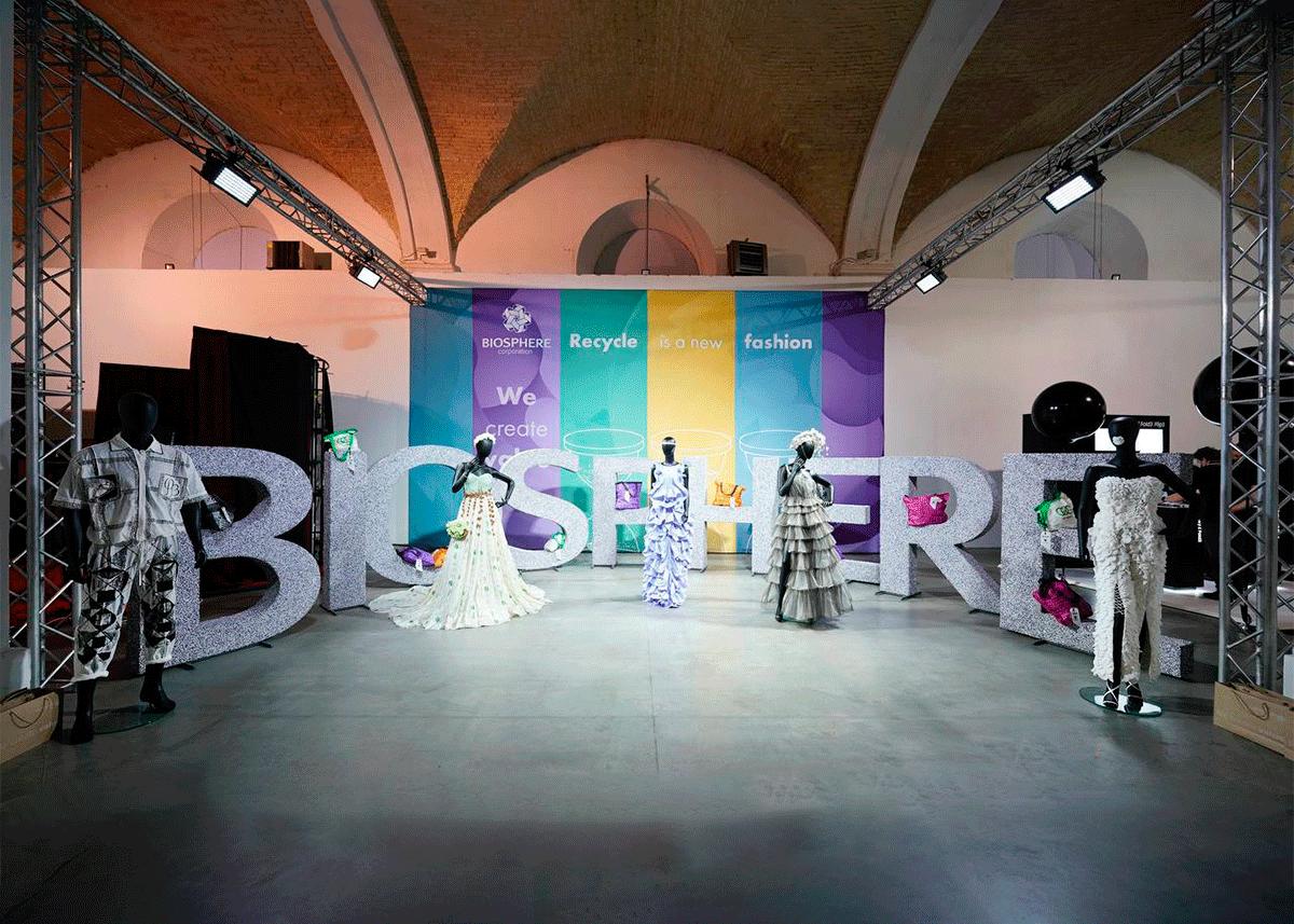 Українська дизайнерка Roussin та корпорація «Біосфера» створили колекцію сумок із переробленого поліетилену - Biosphere
